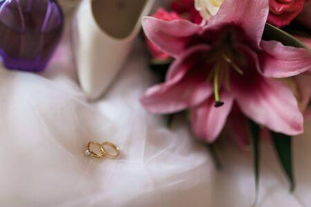 Wedding bouquet, shoes,, dress and ring Foto de archivo