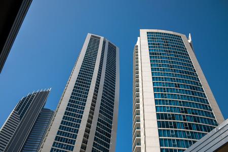 Edifício de apartamentos moderno Foto de archivo - 73958007