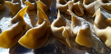 Traditional homemade Italian dumplings Casoncelli from Bergamo - Italian fresh pasta closeup. Stockfoto