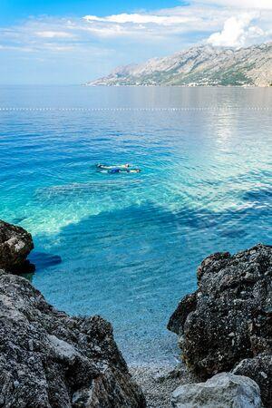 View near Punta Rata, small Podrace beach, famous Brela Kamen Rock - symbol of Brela. Makarska Riviera, Croatia. Imagens