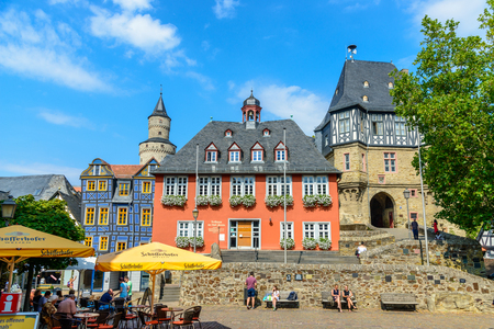29 August 2019: Town Hall, Hexenturm. Colorful Half-timbered (Fachwerkhaus) house, houses on marketplace in Idstein, Hessen (Hesse), Germany. Nearby Frankfurt am Main, Wiesbaden Редакционное