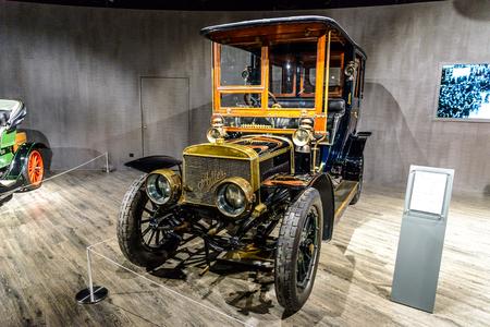 7 July 2019 - Museum EFA Mobile Zeiten in Amerang: Adler 816 Motorwagen 1904 - 1907. Retro car, oldtimer Redactioneel