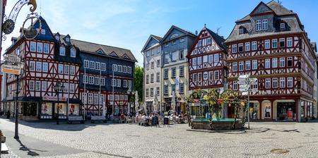 Herborn, Allemagne 22 avril 2019 : maisons à colombages sur la place du marché (Marktplatz) à Herborn. Hesse, Allemagne