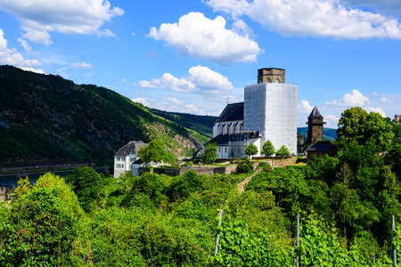 Church in Oberwesel on the Rhine. Small town on the Upper Middle Rhine River (Mittelrhein). Rhineland-Palatinate (Rhineland-Palatinate), Germany. Standard-Bild