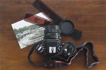 Vintage analogic reflex camera 版權商用圖片 - 85876848