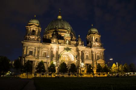 Berlin home, night 版權商用圖片 - 86040705