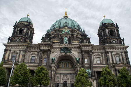 Berlin home in a cloudy day 版權商用圖片 - 92556447