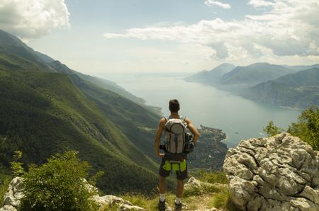 Landscape view while trekking 版權商用圖片 - 92367187