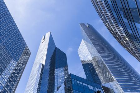 비즈니스 지구의 은행 및 사무실 건물