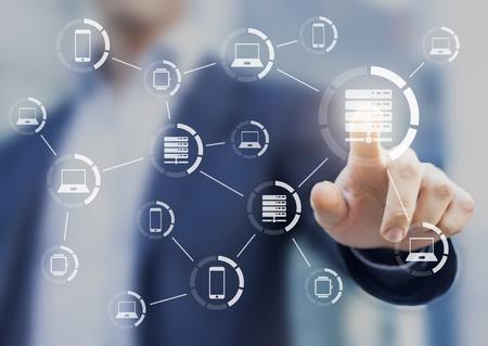 Tecnología de Internet con estructura de red que conecta servidores, computadoras y dispositivos móviles. Experto en el fondo