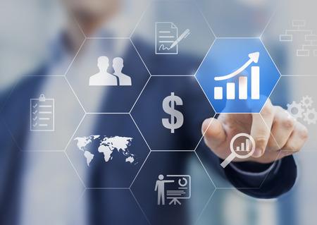 Steigern Sie Ihr Geschäftskonzept. Geschäftsmann, der Knöpfe mit Lösungen berührt, um Gewinn zu erhöhen und Erfolg zu erhalten Standard-Bild - 70840748