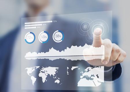 Tableau de bord financier avec indicateurs de performance clés et interface tactile numérique, homme d'affaires en arrière-plan Banque d'images