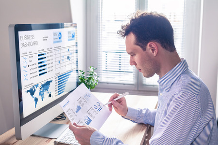 Businessman working with dashboard and key performance indicator (KPI) metrics, business intelligence (BI) graph and charts and financial report data with computer in office Standard-Bild