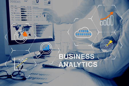 Business Analytics (BA) technology using big data, cloud computing and statistical model prediction to provide insights for financial and marketing strategy decisions Foto de archivo