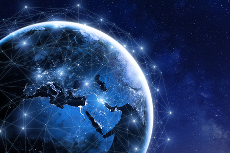 Globalna sieć komunikacyjna wokół Ziemi w kosmosie, ogólnoświatowa wymiana informacji przez internet i połączone satelity w zakresie finansów, kryptowaluty lub technologii IoT Zdjęcie Seryjne