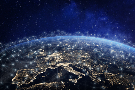 Europees telecommunicatienetwerk verbonden via Europa, Frankrijk, Duitsland, VK, Italië, concept over internet en wereldwijde communicatietechnologie voor financiën, blockchain of IoT, elementen van