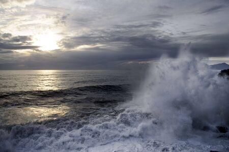 mares: Fuerte marejada  Foto de archivo