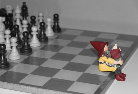 tablero de ajedrez: agricultor sentado en el tablero de ajedrez