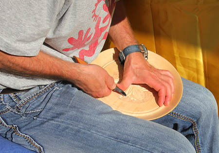 carves: a craftsman who carves a dish