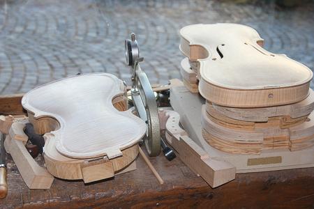 fabrication: fabrication of violins handmade