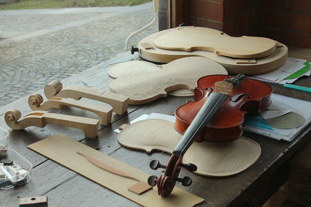 fiddles: the fabrication of violins in a laboratory Stock Photo