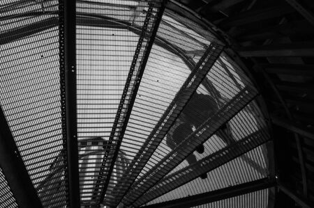 black and white spiral staircase Banque d'images - 143508346