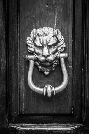 Old lion door knocker in black and white, Rome, Italy Imagens