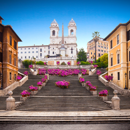 Spanische Treppe mit Azaleen bei Sonnenaufgang, Rom, Italien, Europa