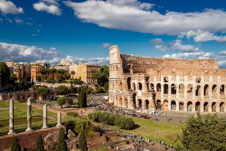 Colosseum with clear blue sky and clouds, Rome Imagens