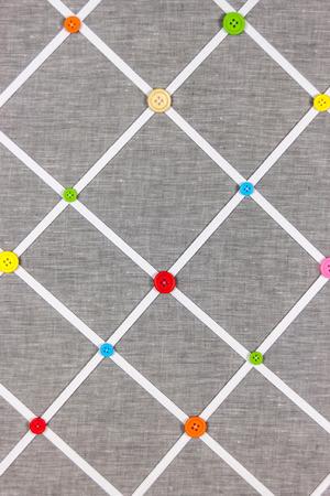 marcos redondos: Botones en el fondo gris de algodón