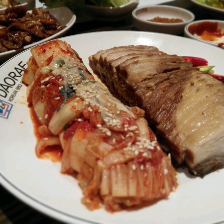 keropok: Korean food with kimchi and grilled pork