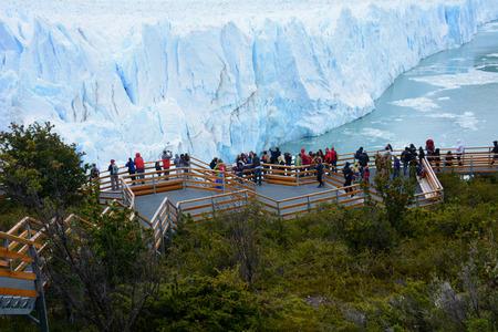 perito moreno: People looking at the Perito Moreno Glacier in the Patagonia Argentina. Stock Photo