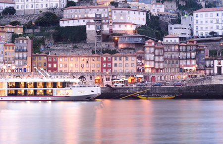 dom: Porto old city and Douro river, Portugal. Banque d'images