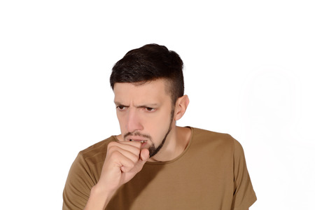 tosiendo: Portrait of a young man coughing. Isolated white background. Foto de archivo
