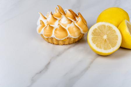 Gros plan sur une délicieuse tarte au citron. Notion de nourriture.
