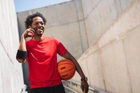 Athlete man talking on the phone. Standard-Bild