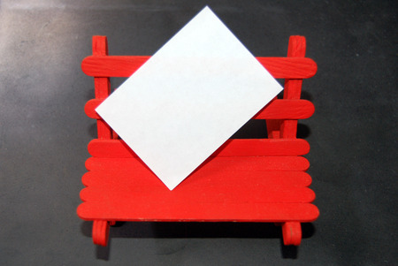 errands: Blank paper for messages on a red wooden bench