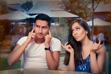 pareja discutiendo: Lindo que discute Pareja joven Foto de archivo