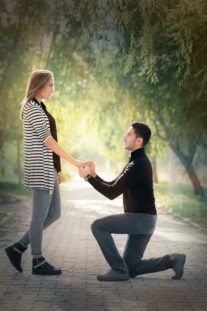 Man proposing marriage with a romantic gesture Stock fotó - 32442251