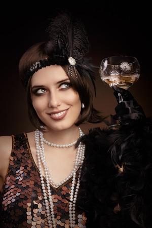 シャンパン グラスでフラッパー女の子の肖像画
