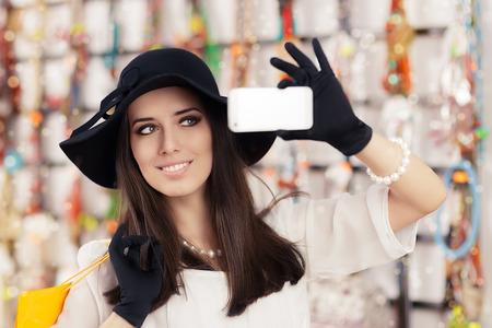 ショッピング バッグやスマート フォンを持つエレガントな少女の肖像画