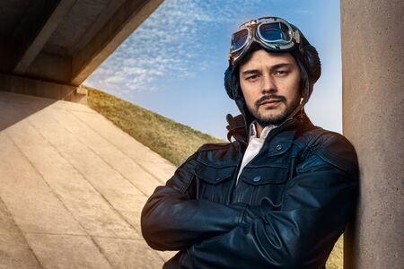 bonne aventure: Retro pilote Portrait avec des lunettes et Vintage Casque