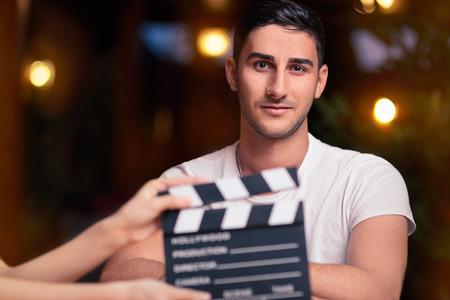 punctual: Profesional Actor Listo para un Shoot Foto de archivo