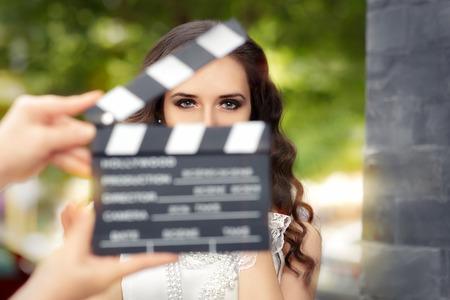 produktion: Elegante Frau Bereit für ein Schießen Lizenzfreie Bilder