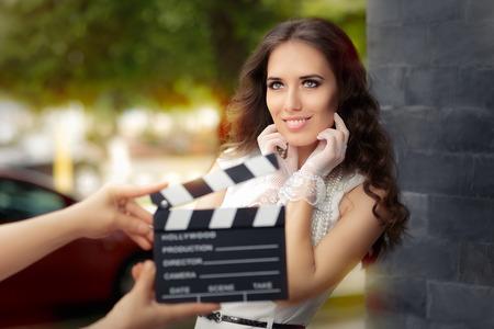 撮影のため幸せなエレガントな女性を準備ができて 写真素材