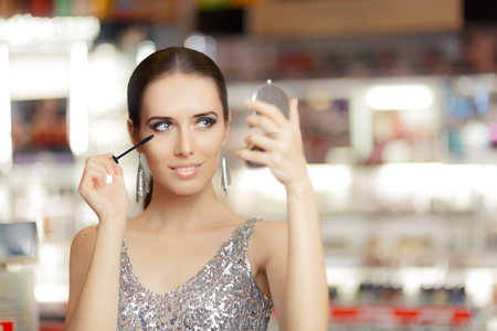 mirror face: Glamour Woman with Mascara and Make-up mirror