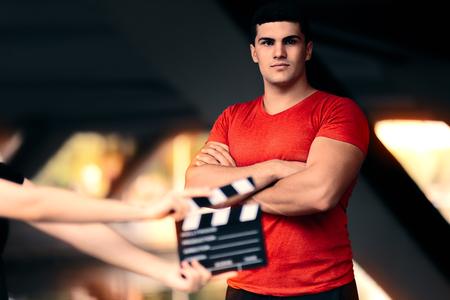 deportistas: Modelo masculino de la aptitud Listo para un rodaje Foto de archivo