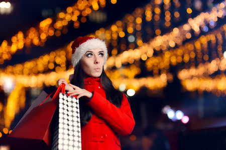 Surpreendido Mulher De Natal Com Sacolas De Compras Imagens