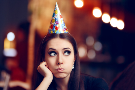 아니 재미없는 파티에서 슬픈 지루 여자