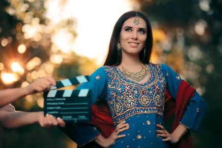 골드 주얼리 세트로 인도 복장을 입고있는 볼리우드 여배우